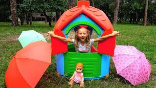 Polina makes Playhouse for Baby Dolls