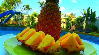Как порезать АНАНАС - Лайфхак(В этом видео я покажу лайфхак, как можно быстро порезать ананас и красиво его подать к столу. Это мой самый..., 2016-04-30T09:00:01.000Z)