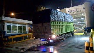 Truck Hino 20 Ton Hampir Mentok masuk Kapal Fery