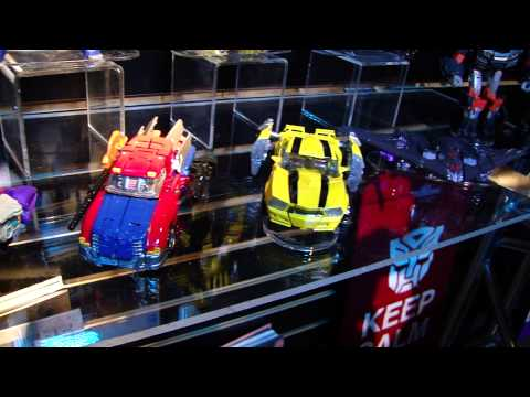 Toy Fair 2013: Transformers Generations Voyagers and Deluxes