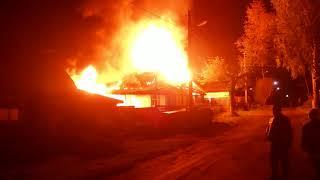 Кунгур.Пожар. Вечером в пер. Халтуринский полыхал двухквартирный дом
