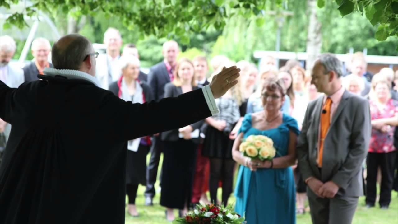 8849603b74b3 Bryllup i folkekirken - YouTube