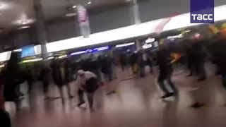 Кадры массовой драки в аэропорту Ганновера