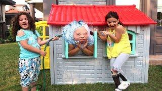 Çılgın Büyükanneye Sulu Şaka -  Grandma Prank on Kids! fun kids video