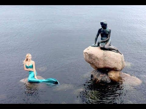 Elle rencontre La Petite Sirène de Copenhague...