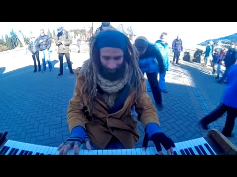 piano busker in queenstown