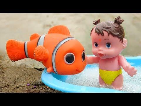 Khủng long vui nhộn, cá hề nemo và em bé đi tắm xà bông - đồ chơi trẻ em FMC G416M