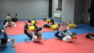 """Тренировка по акробатике, махи рукой в прогиб, """"лодочка"""", """"корзинка"""""""