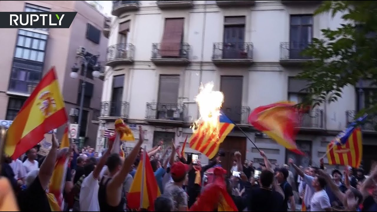 Испанские националисты сожгли флаг Каталонии в ходе протеста против референдума