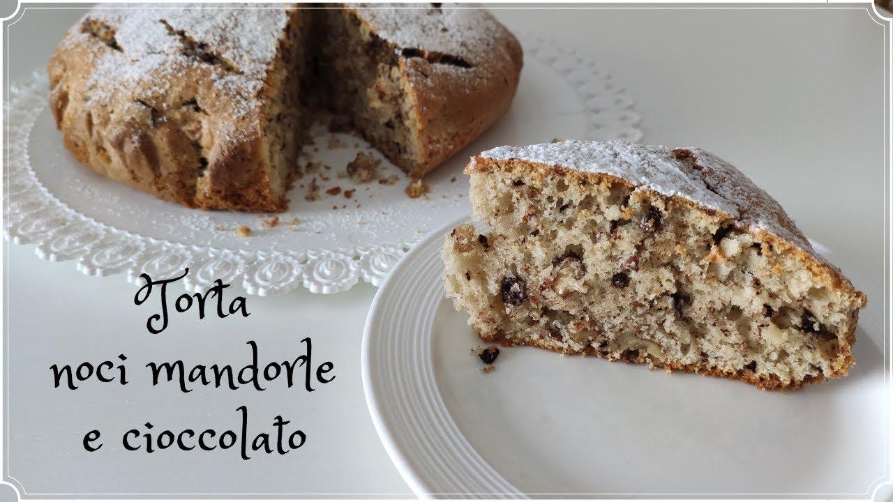 Torta noci mandorle e cioccolato energetica perfetta per la prima colazione facilissima