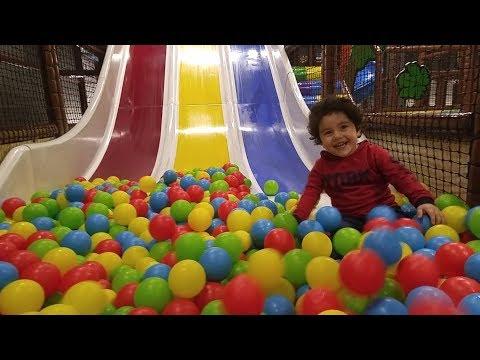 Dev Kaydıraktan Top Havuzuna Kaydık Çocuk Oyun Parkı Videoları.