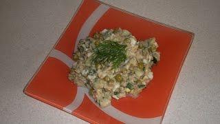 Салат с тунцом, свежим огурцом и горошком