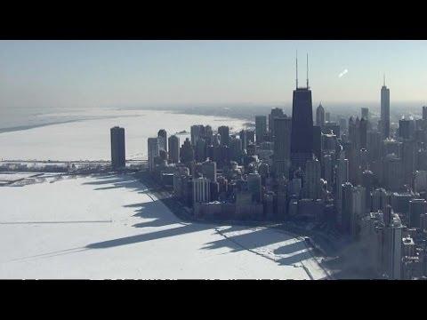 Images aériennes magnifiques du lac Michigan gelé au pied de Chicago - 11/02