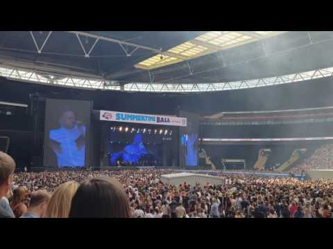Olly Murs - Wrapped Up (Live Capital Summertime Ball 2017)