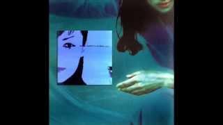 Perfume es el segundo y último álbum de estudio solista de María Ga...