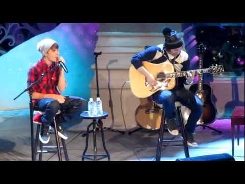JUSTIN BIEBER - CHRISTMAS LOVE (MASSEY HALL-12/21/11)
