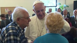 Pope Francis\' endearing visit to Roman parish: Don\'t let pain take away our happiness