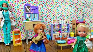 Elsa and Anna toddlers at Barbie's pet care centre