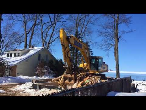 Massive excavator demos couple's $500K Oneida Lake dream home in under 2 hours (video)