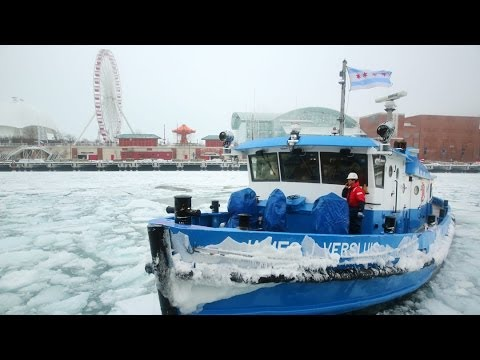 9655c63c8a Polar vortex brings out icebreaker tugboat. Chicago Tribune