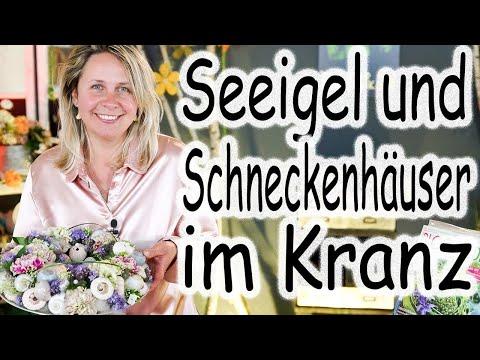 Blumenkranz mit Seeigeln und Schneckenhäusern | Maritime Tischdeko mit Frischblumen | Floristik24