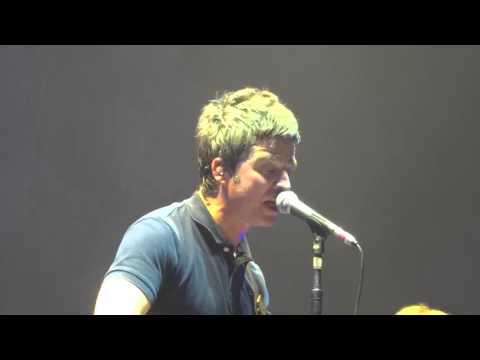 Noel Gallagher's High Flying Birds - Half The World Away