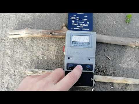 По просьбе зрителей измеряем радиационный фон в пыли, грязи собранной в г. Онега на 17:00 11.08.2019
