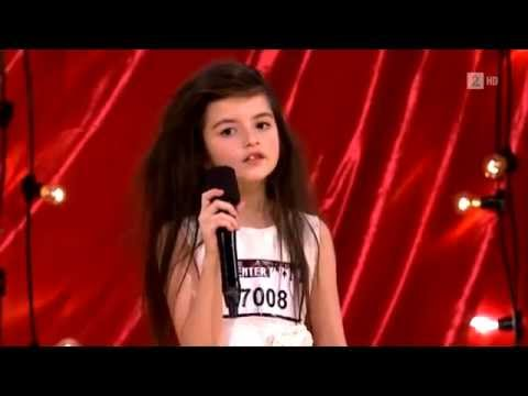 у 7 летней девчонки очень необычный голос