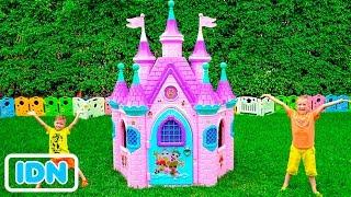 Vlad dan Nikita membangun Rumah bermain untuk boneka