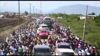 Petite marche au milieu de la population de Trou du Nord