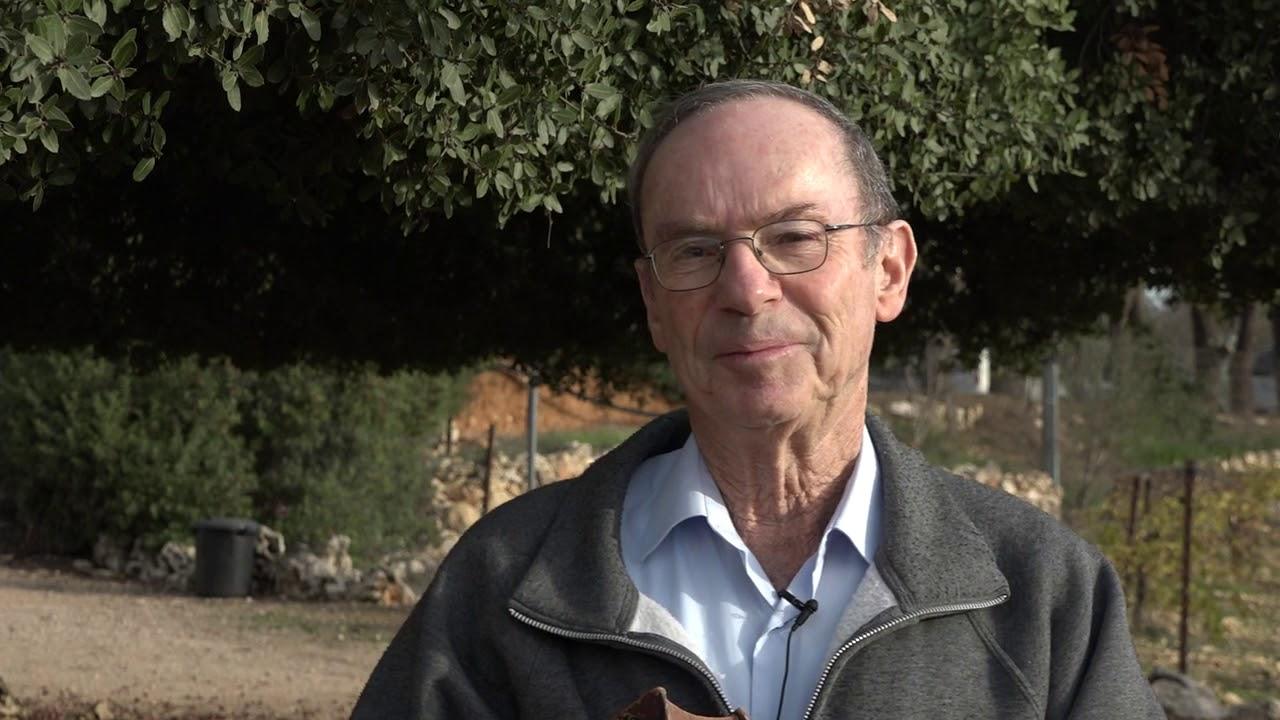 the-historian-aryeh-routtenberg-touring-in-kfar-etzion