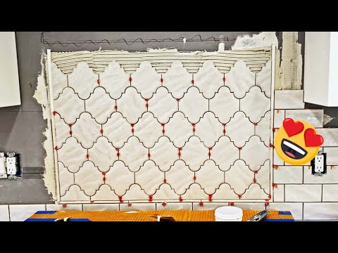 😍subway-ceramic-tile-backsplash-with-arabesque-feature-including-a-pencil-liner
