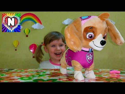 Малолелтка балуется игрушкой фото 406-466