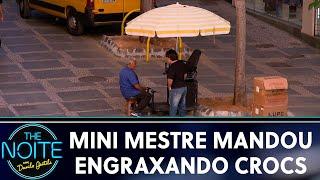 Mini Mestre Mandou: Engraxando Crocs | The Noite (05/09/19)