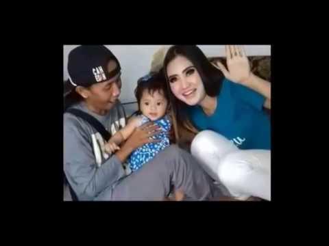 Video dan foto terbaru keluarga kecil  Nela karisma dan suaminya