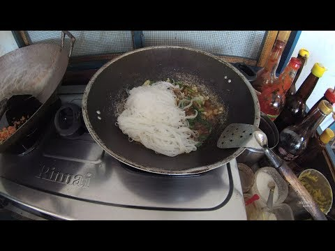 indonesia-surabaya-street-food-2245-part.1-rice-noodles-bihun-goreng-djadi-ydxj0664