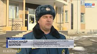 Смотреть видео Сотрудники МЧС России по РА проверяют помещения, где будут находиться избирательные участки онлайн