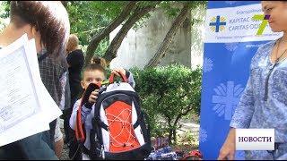 Детям из малоимущих семей раздали 200 портфелей и комплекты школьных принадлежностей