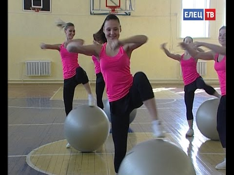 Необычная физкультура: учеников школы №12 учили элементам фитнес-аэробики и игре фрисби