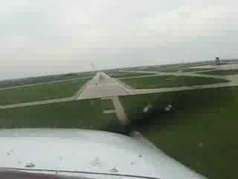 Cessna 172 Landing RWY 27 Cedar Rapids, IA (KCID)