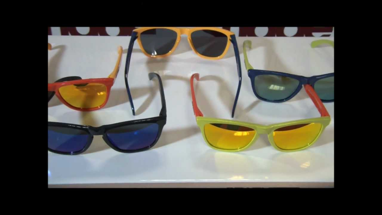 5daaec070bd Oakley Aquatique Frogskins Sunglasses - Video Overview