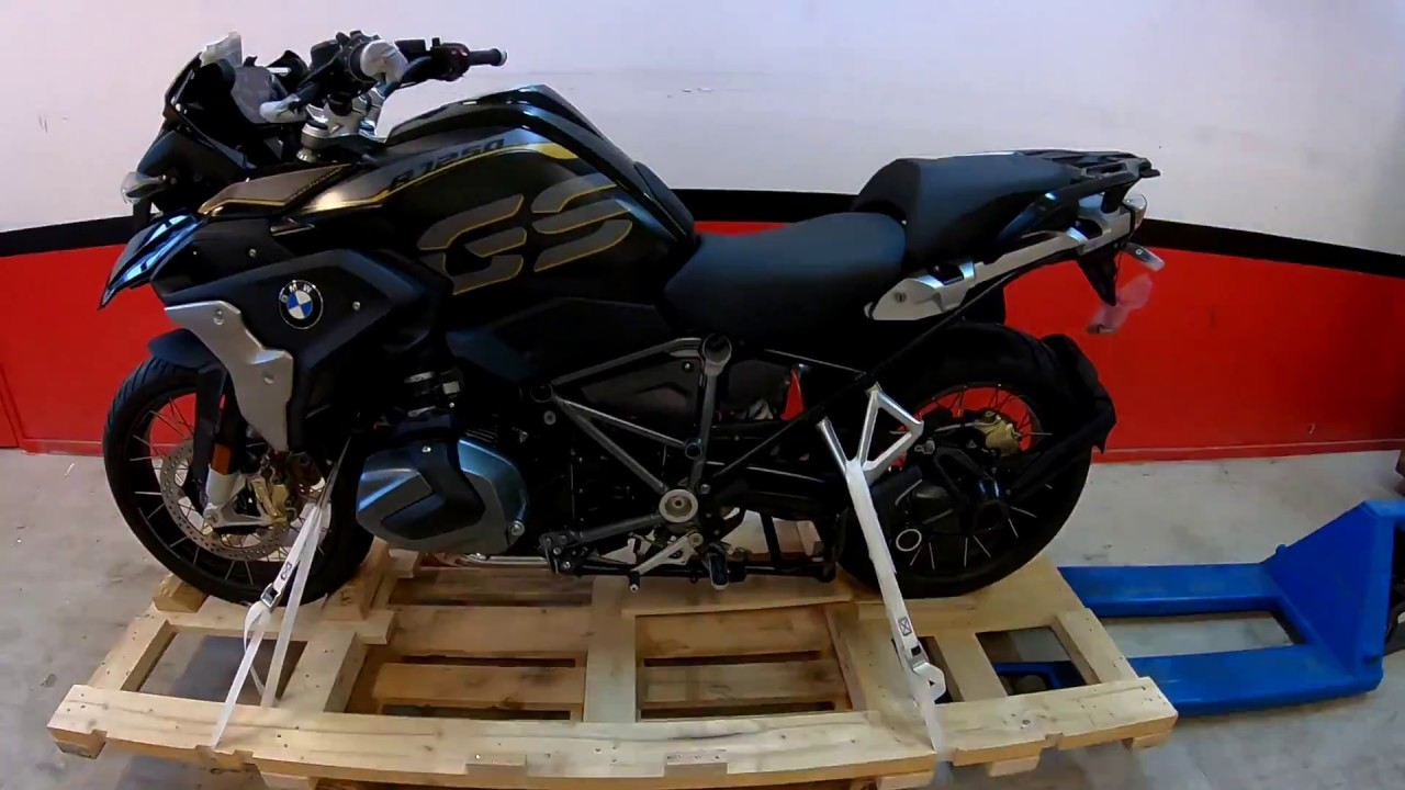 unboxing the new bmw r1250gs exclusive youtube. Black Bedroom Furniture Sets. Home Design Ideas