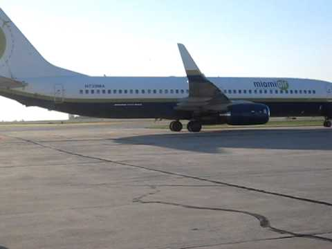 Miami AIr 737-Illinois Football Charter Taxiing- Champaign, IL (CMI)