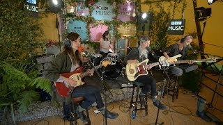 �������� ���� Warpaint cover Ashes To Ashes in the BBC Music Tepee at Glastonbury 2014 ������