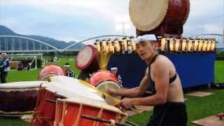 2013年8月3日に開催された「ふじかわ夏まつり」での鬼太鼓座による演奏...