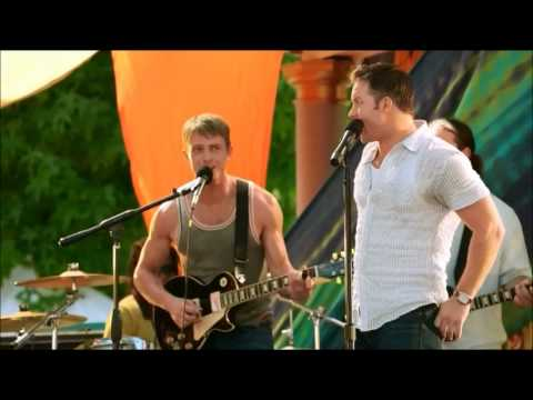 George (Scott Porter) sings in Hart of dixie