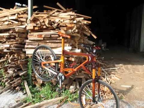 Sepeda kayu antik