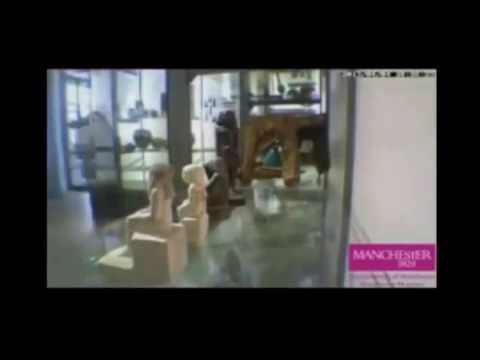 Antigua estatua egipcia gira misteriosamente en el Manchester Museum