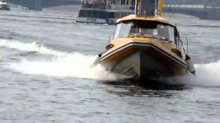 Прибытие речного такси Петербург(, 2010-08-15T06:06:19.000Z)