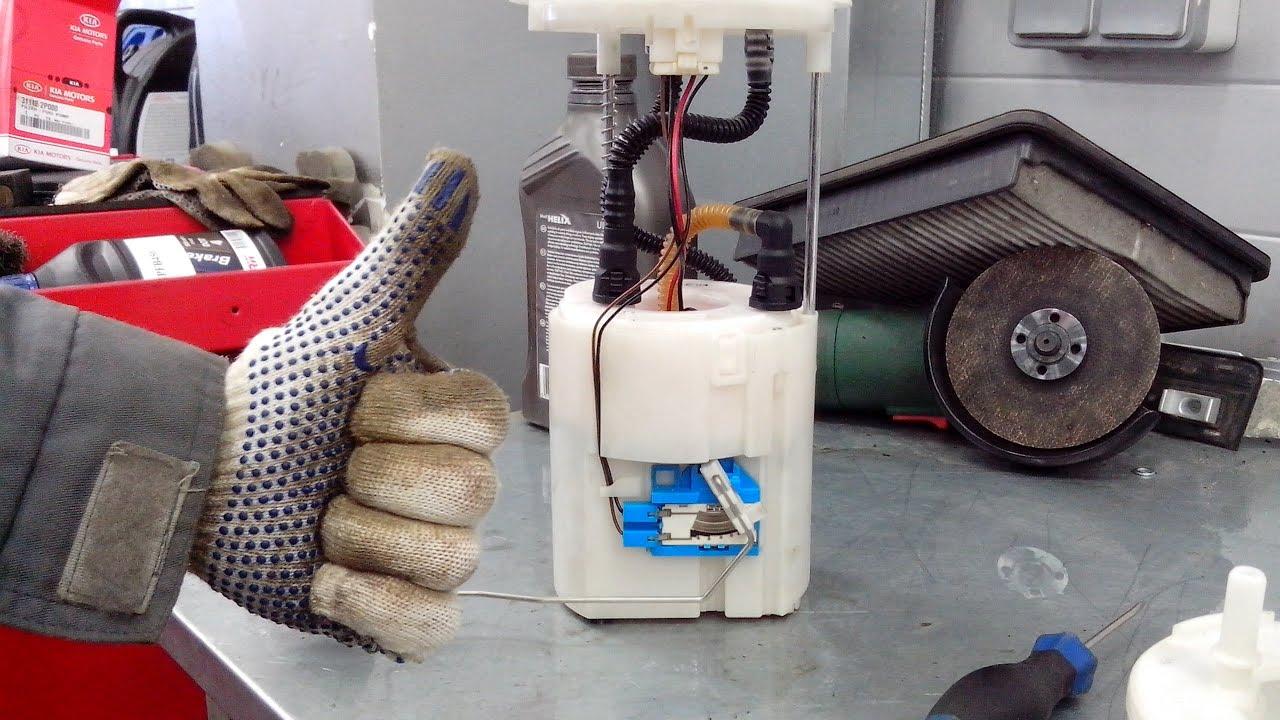 Меняем аккумулятор на Киа Соренто (Kia Sorento) II (XM) 2.2 дизель .